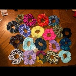 Crochet 🧶 scrunchies can make any color set of 4